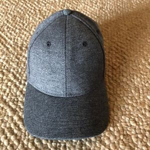 Lululemon grey hat NWOT